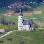 Razgled na cerkev s stolpa ljubezni